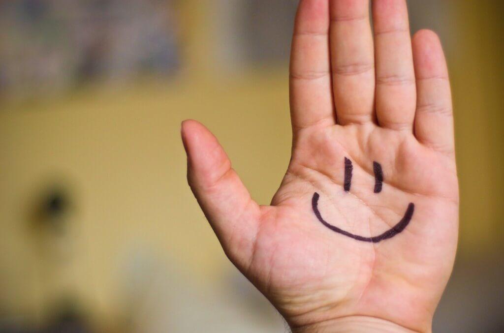 Cómo ser feliz y no morir en el intento
