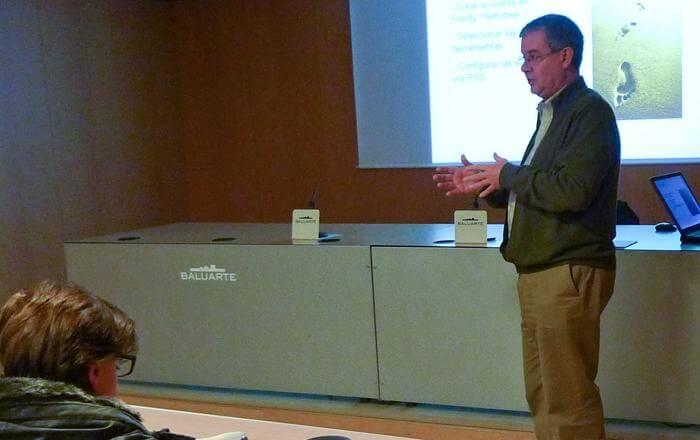 Impartiendo un seminario de formación para la Asociación de Empresarios de Hostelería de Navarra